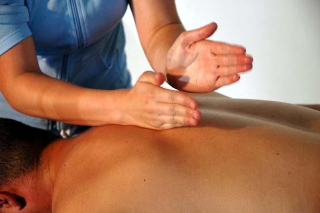 Technique de massage: tapotement