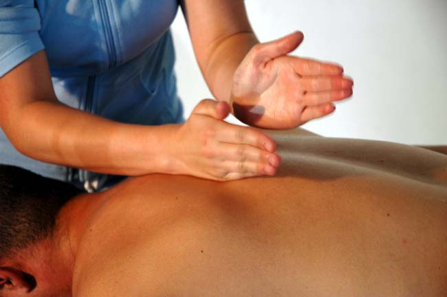 Technique de massage: tapotement