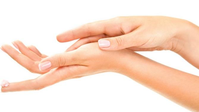 Comment réaliser un massage des mains ?