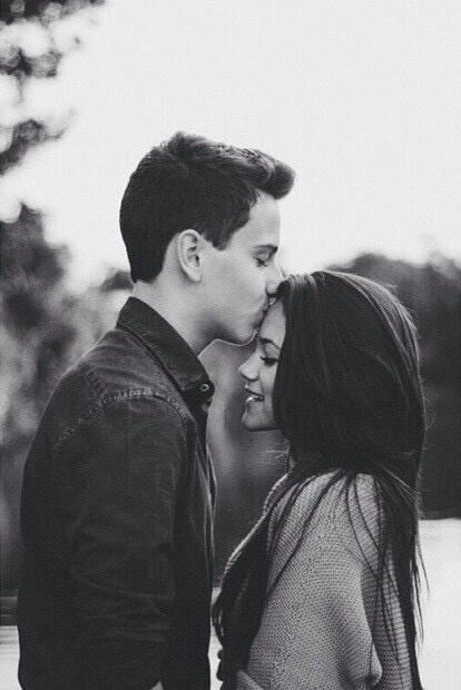 bisou sur le front - 10 façons d'embrasser