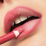 tracer contour lèvres - comment faire une belle bouche mate