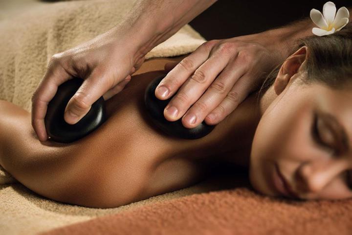 comment se déroule un massage aux pierres chaudes
