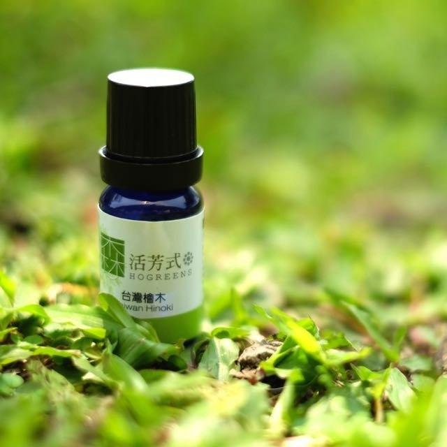 huile essentielle de bois d'hinoki pour un massage relaxant
