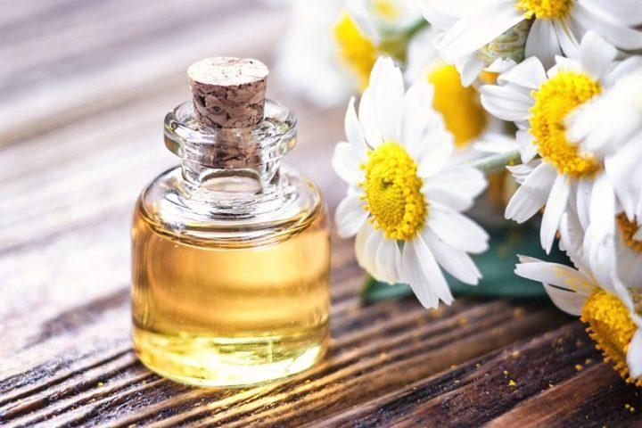 huile essentielle de camomille romaine pour un massage relaxant