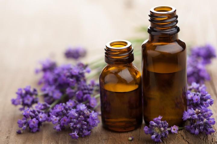 huile essentielle de lavande pour un massage relaxant