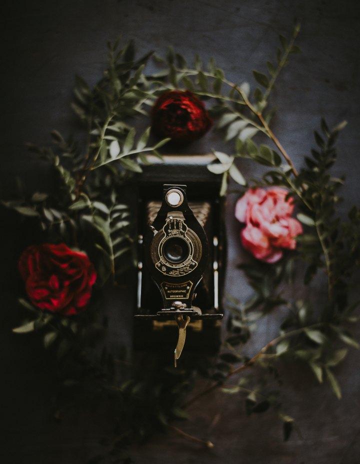 photo de vous autoportrait selfie coquin - 05 idées de cadeaux qui titilleront vos sens pour la saint valentin - annie-spratt-525828-unsplash