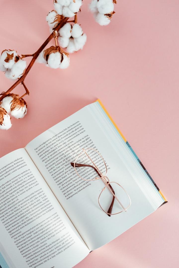 rituel bien être - lire un bon livre roman bouquin